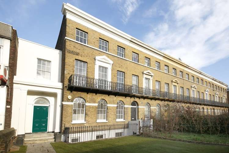 3 Bedrooms Flat for sale in New Cross Road New Cross SE14