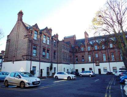2 Bedrooms Flat for sale in Lawrence Road, Southsea, Hampshire