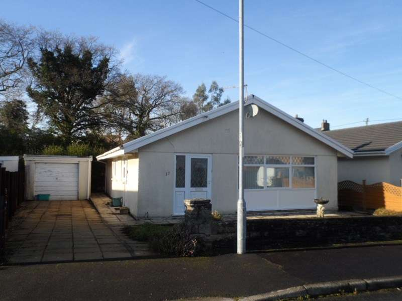 3 Bedrooms Property for sale in Waun Gyrlais, Ystradgynlais, Swansea