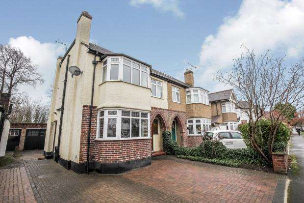 3 Bedrooms Semi Detached House for sale in West Byfleet, Surrey, .