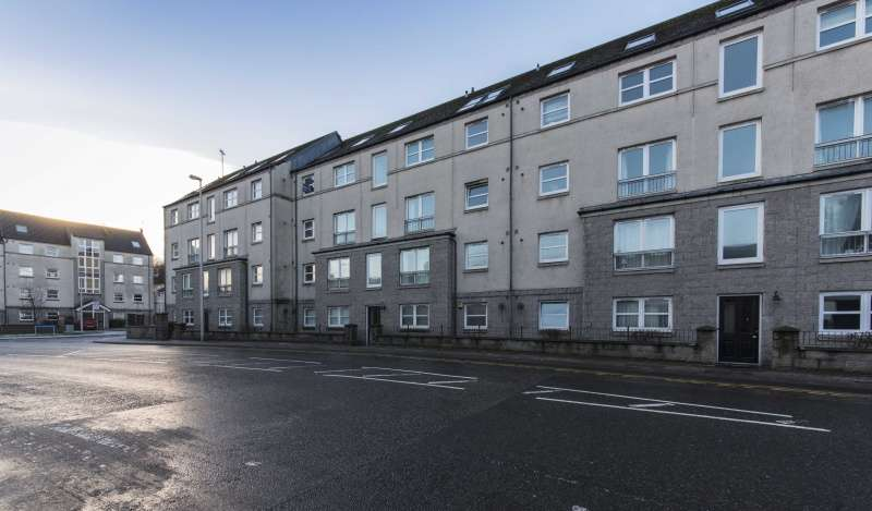 2 Bedrooms Flat for sale in South College Street, Aberdeen, Aberdeenshire, AB11 6LA