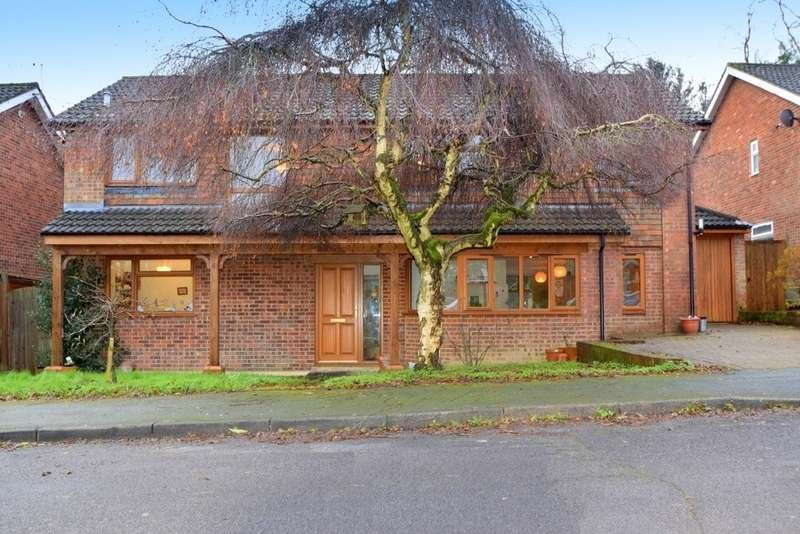 5 Bedrooms Detached House for sale in The Retreat, Englefield Green, TW20
