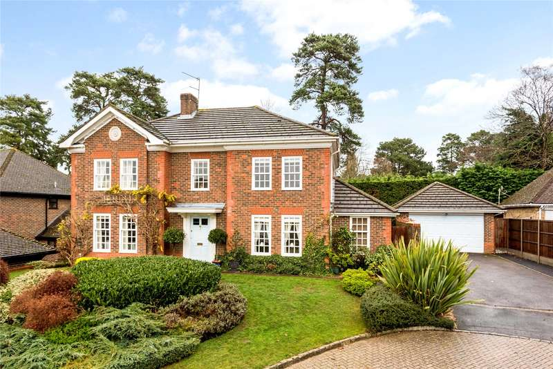 5 Bedrooms Detached House for sale in Fairway Heights, Camberley, Surrey, GU15