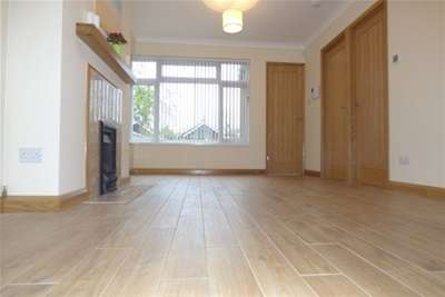3 Bedrooms Bungalow for rent in St. Margarets Road, Hayling Island