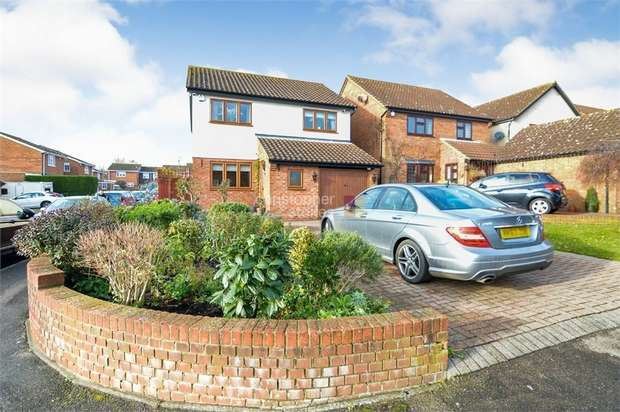 4 Bedrooms Detached House for sale in Springwood, Cheshunt, WALTHAM CROSS, Hertfordshire