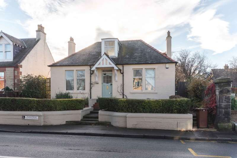 3 Bedrooms Bungalow for sale in Edinburgh Road, Tranent, East Lothian, EH33 1AN