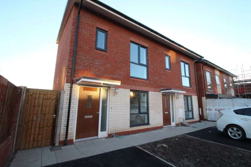 2 Bedrooms Semi Detached House for rent in Commonwealth Avenue, Manchester, M11