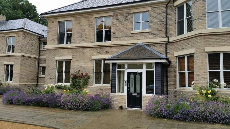 2 Bedrooms Flat for rent in Thicket Road, Houghton, Huntingdon, Cambridgeshire, PE28 2FQ