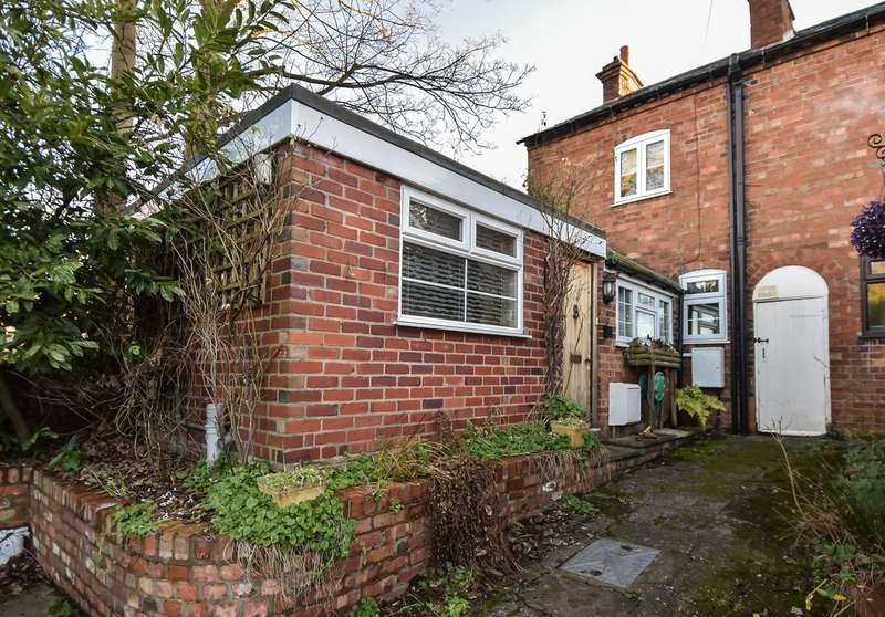 2 Bedrooms Cottage House for sale in Kidderminster Road, Bromsgrove, B61
