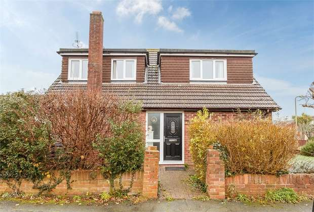 3 Bedrooms Detached House for sale in Sandyfield Crescent, Waterlooville, Hampshire
