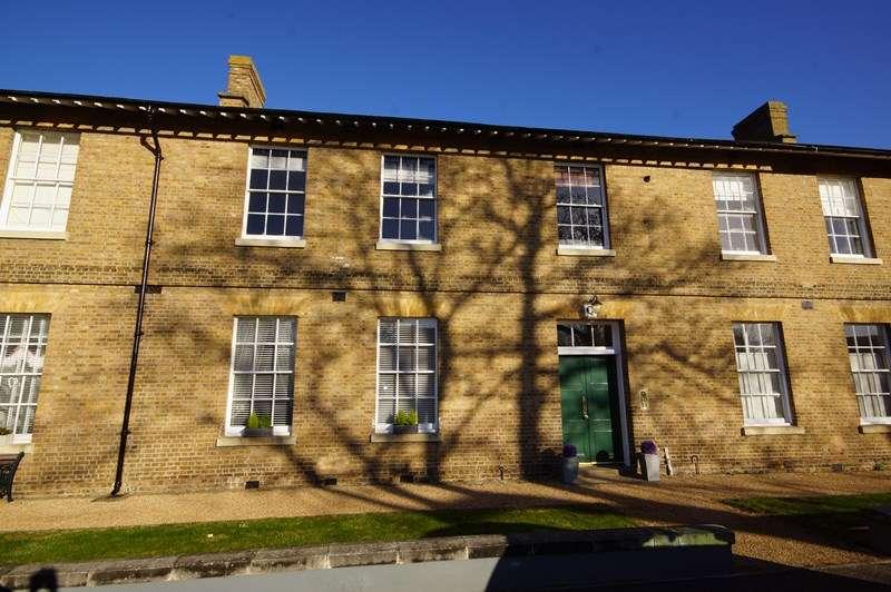 1 Bedroom Flat for sale in Chapel Road, Shoeburyness, Shoebury Garrison