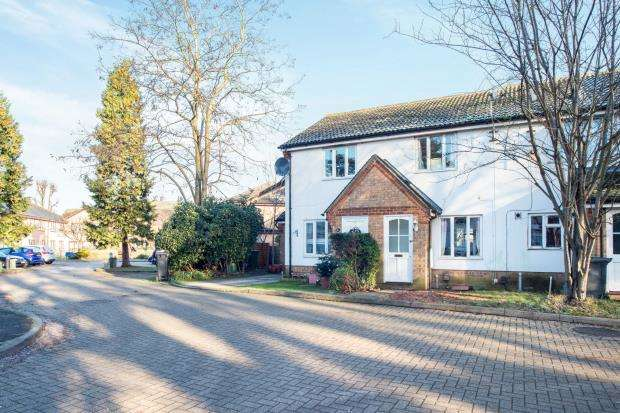 2 Bedrooms Terraced House for sale in Epsom, Surrey, England