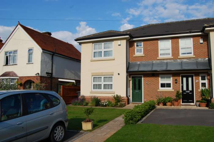 3 Bedrooms End Of Terrace House for rent in ADDLESTONE