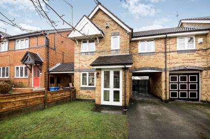 3 Bedrooms Semi Detached House for sale in Lynton Avenue, Pendlebury, Swinton, Manchester