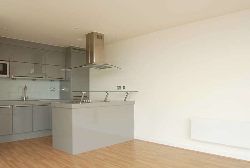 2 Bedrooms Flat for rent in Icona Building, Stratford, E15