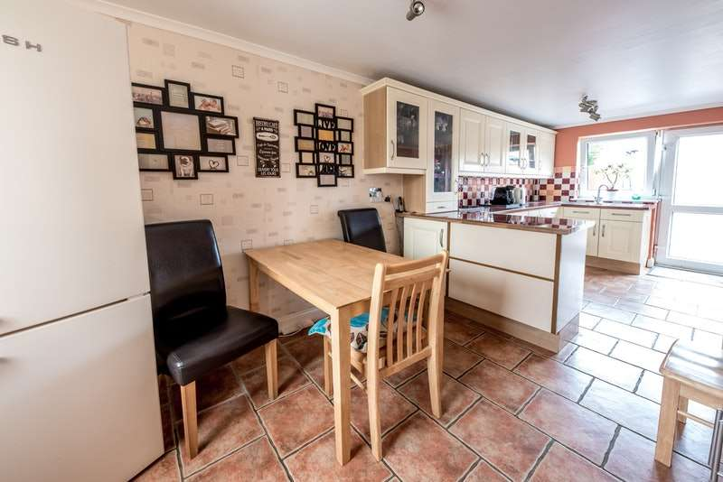3 Bedrooms Semi Detached House for sale in Kent Close, Corby, Northamptonshire, NN17