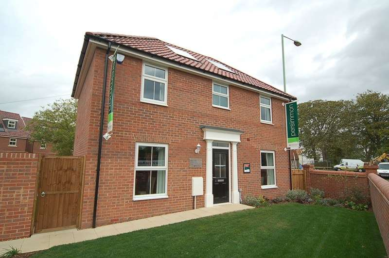 4 Bedrooms Detached House for rent in Sycamore Drive, Beck Row, Bury St. Edmunds