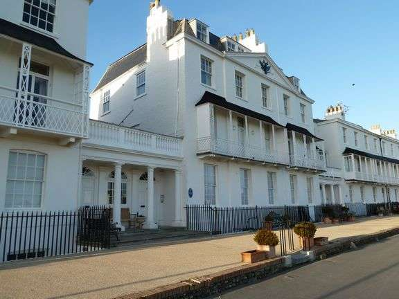 2 Bedrooms Flat for rent in Fortfield Terrace, Sidmouth