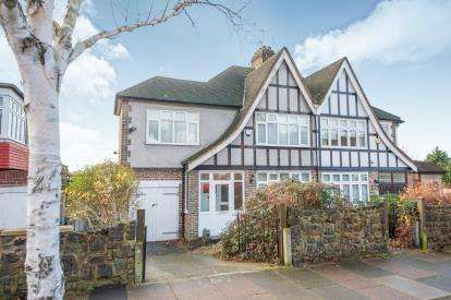 3 Bedrooms Semi Detached House for sale in Cecil Road, Southgate, London