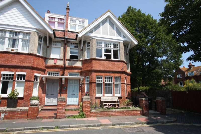 5 Bedrooms Semi Detached House for sale in Derwent Road, Eastbourne BN20