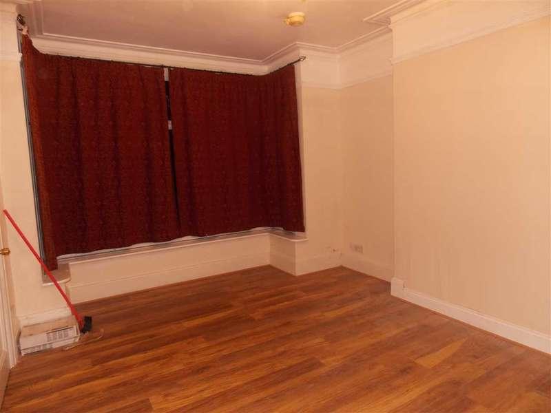 3 Bedrooms Terraced House for rent in Brodrick Grove, London