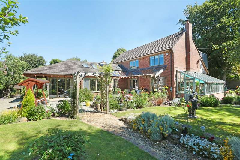 4 Bedrooms Detached House for sale in Trenchard Avenue, Lower Compton, Calne