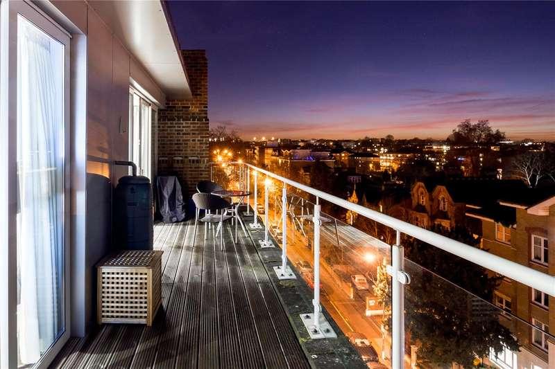 2 Bedrooms Flat for sale in Millbrooke Court, Keswick Road, London, SW15