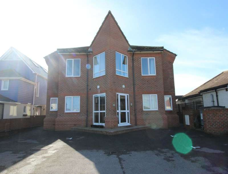2 Bedrooms Flat for rent in Southwood Road, Hayling Island, PO11