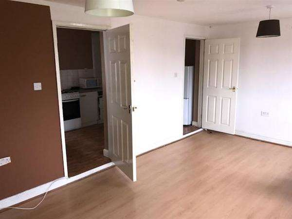 3 Bedrooms Apartment Flat for rent in Coventry Road, Exhall