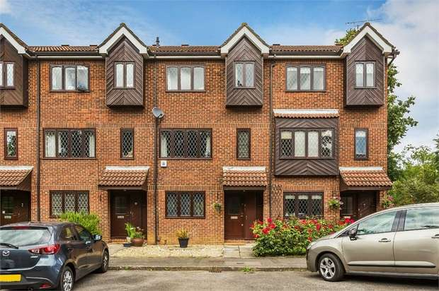 4 Bedrooms Town House for sale in Woodhaven Mews, WALTON-ON-THAMES, Surrey
