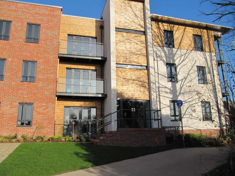 2 Bedrooms Apartment Flat for rent in Spencer Place, Basingstoke