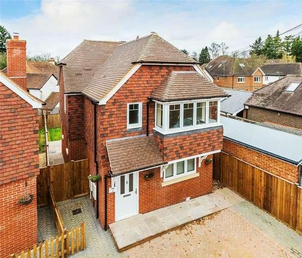 3 Bedrooms Detached House for sale in Churt, Farnham, Surrey