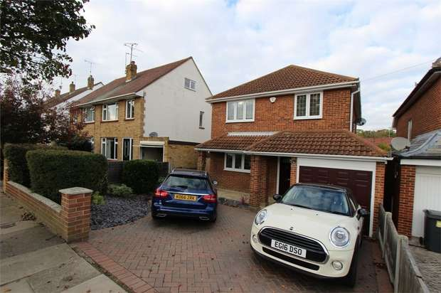 4 Bedrooms Detached House for sale in 11 Broadclyst Ave, Leigh On Sea