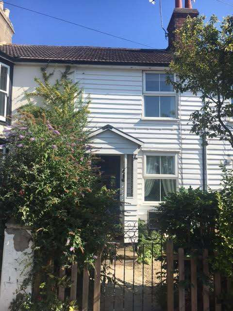 2 Bedrooms Cottage House for rent in Station Road, Burnham-on-crouch cm0