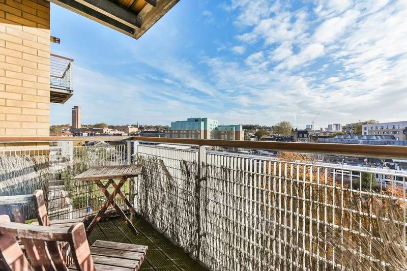 2 Bedrooms Flat for sale in Tarves Way, London SE10