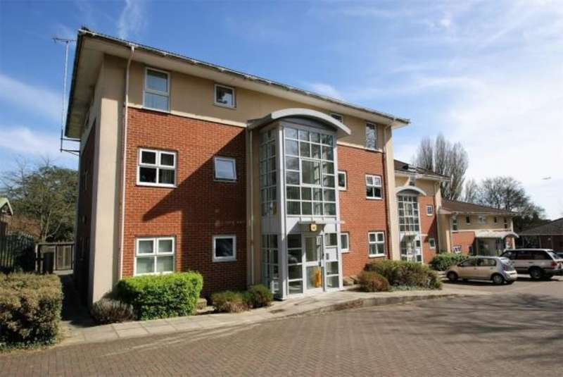 2 Bedrooms Ground Flat for sale in Knights Row, Waytemore Road