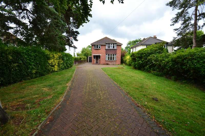 3 Bedrooms Detached House for sale in Balcombe Road, Horley