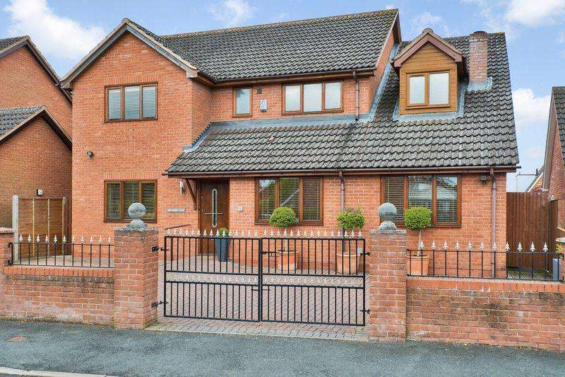 5 Bedrooms Detached House for sale in HAMPTON DENE