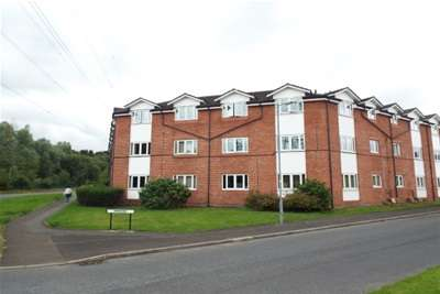 2 Bedrooms Flat for rent in Fernside Court, Stoneclough, M26