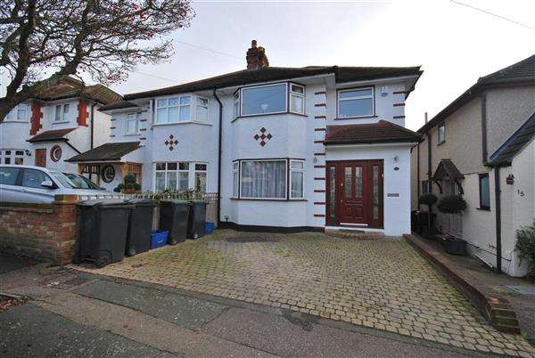 4 Bedrooms Semi Detached House for rent in Stonards Hill, Loughton
