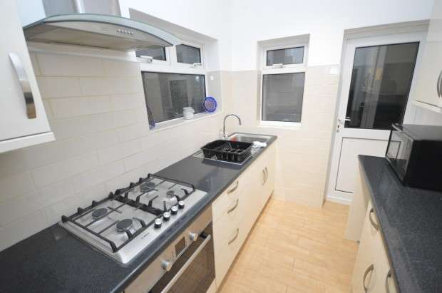 3 Bedrooms Terraced House for rent in Mortlake Road, Ilford, IG1