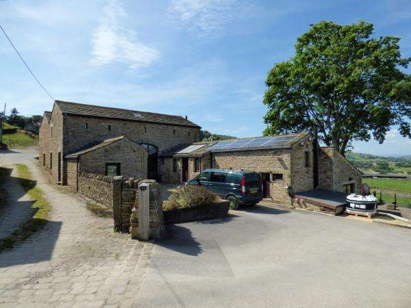 2 Bedrooms Semi Detached House for sale in Lower Lingah Barn, Lingah Hill, Glusburn BD20 8BD