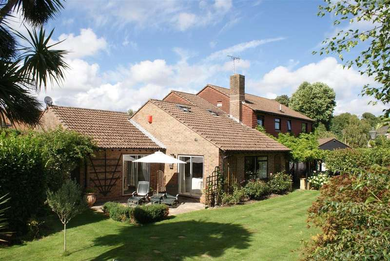 4 Bedrooms Detached House for sale in Barnham Road, Barnham