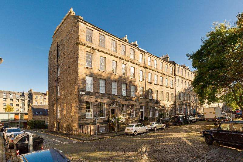 5 Bedrooms Flat for rent in Gayfield Square, Bellevue, Edinburgh, EH1 3PA