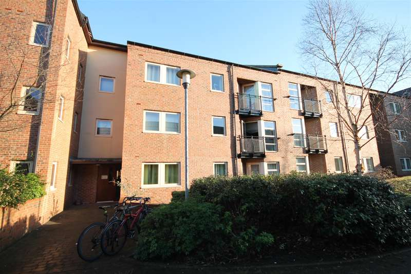 2 Bedrooms Flat for sale in Lawrence Square, York, YO10 3FJ