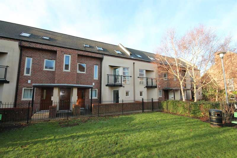 4 Bedrooms Flat for sale in Lawrence Square, York, YO10 3FG