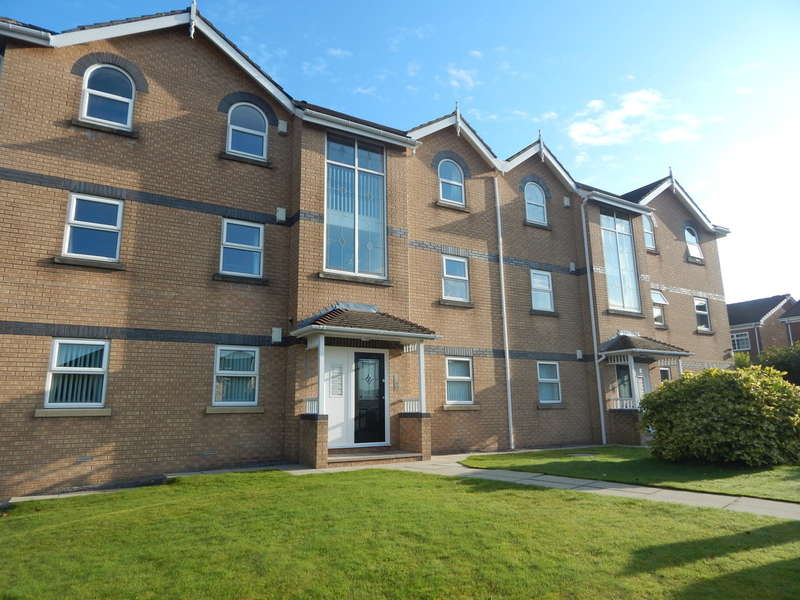 2 Bedrooms Flat for rent in Highfield Lodge, Hilltop Drive, Royton