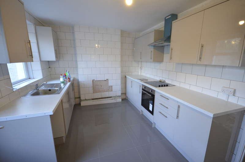 5 Bedrooms Detached House for rent in Dermody Road, Hither Green, SE13