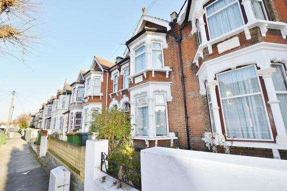 7 Bedrooms House for rent in Second Avenue, London E12