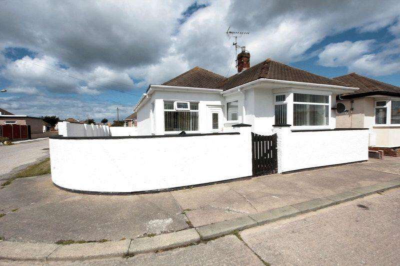 2 Bedrooms Detached Bungalow for sale in Foryd Road, Kinmel Bay